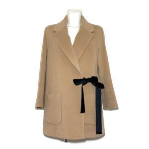 Cappotto cammello con fiocco nero in velluto - Boutique Viggiani - Shopping online - Abbigliamento donna casual e cerimonia a Pisticci