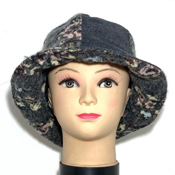 Cappello a cloche grigio con inserti floreali - Boutique Viggiani - Shopping online - Abbigliamento donna casual e cerimonia a Pisticci