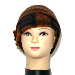 Cappello a calotta marrone con fascia tartan - Boutique Viggiani - Shopping online - Abbigliamento donna casual e cerimonia a Pisticci
